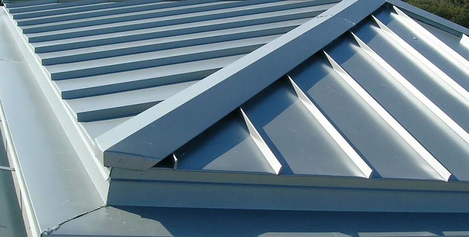 屋根板金とは?4つの種類と場所を理解して適切な修理を実現する方法